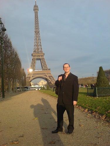 Tomarse una fotografía con la Torre Eiffel como paisaje de fondo