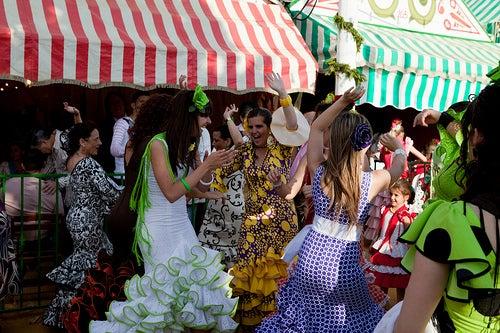 Feria de Abril en Sevilla, entre manjares y trajes de gitana