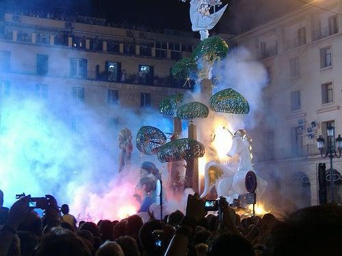 Las Hogueras de San Juan en Alicante: tradición, arte y fuego