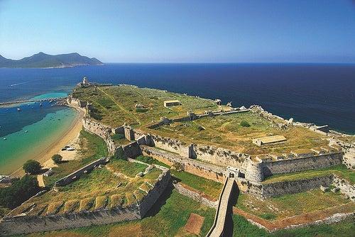 Modona, Grecia: entre el castillo y el mar azul