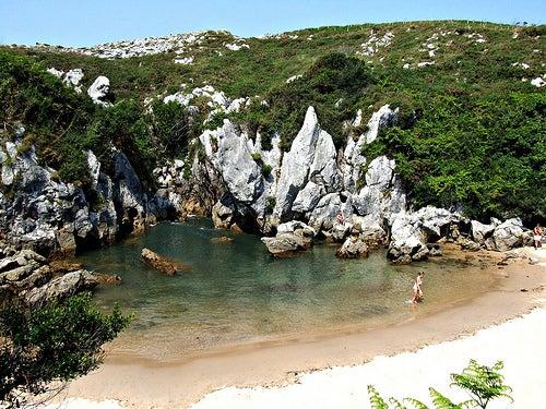 Playa de Gulpiyuri, una maravilla de la naturaleza
