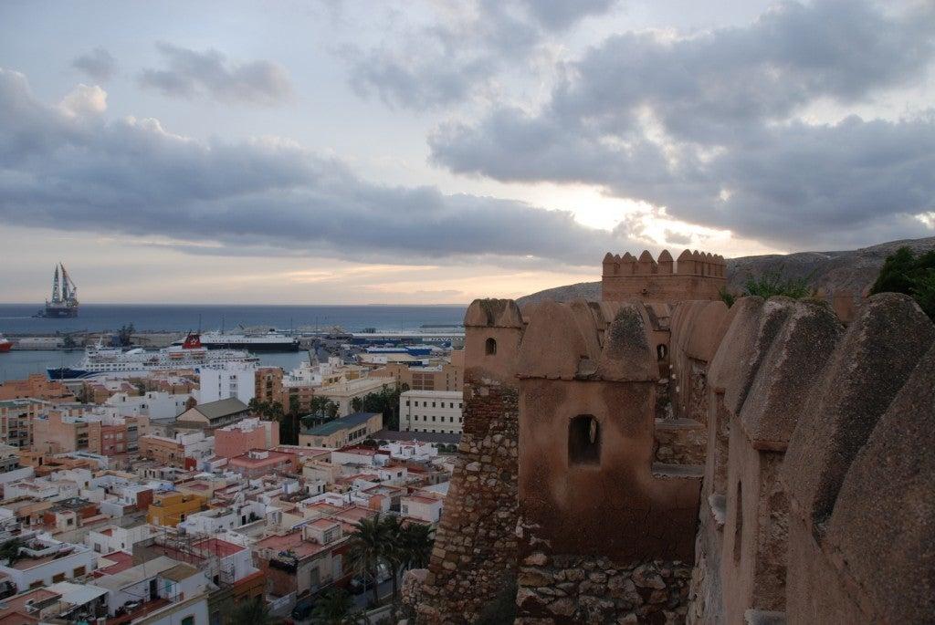 Almería, España: ciudad de murallas, torres y costa mediterránea