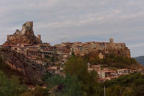 Visita a Las Merindades, en Burgos: cuevas, románico y senderismo