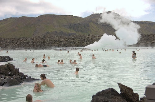 Las aguas termales de Blue Lagoon, un famoso balneario de Islandia