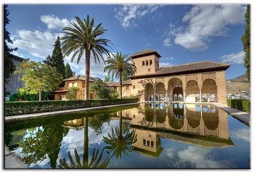 Pasear por los jardines de Granada