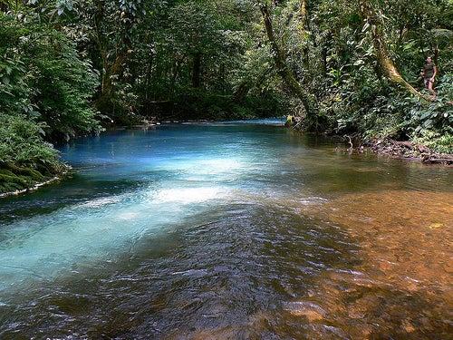 Ascenso desde el río Celeste al volcán Tenorio en Costa Rica