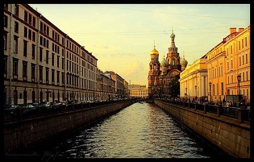 San Petersburgo el Sol de Medianoche más divertido