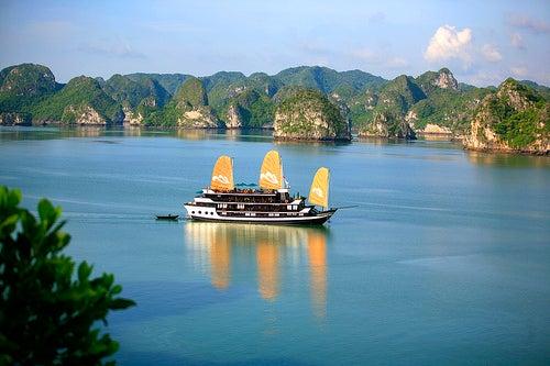 Bahía de Halong, una de las maravillas naturales del mundo