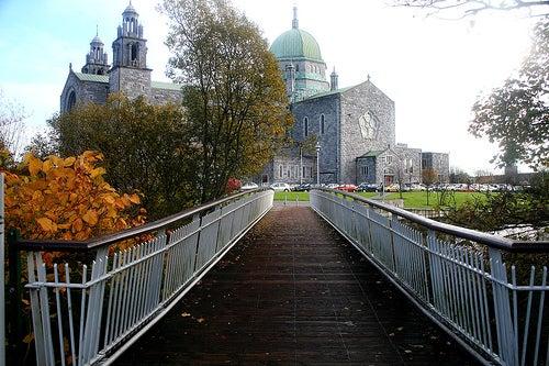 El Anillo de Claddagh y la ciudad de Galway