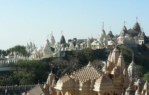 La Colina de Palitana, un lugar de la India con novecientos templos sagrados