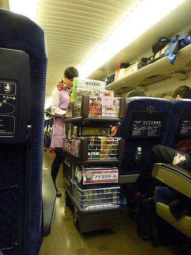 La mayoría de los consumos en el avión son de pago.