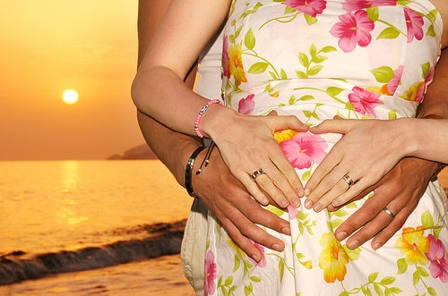 Consejos para viajar en avión durante el embarazo
