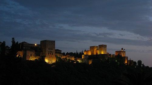 Ciudades y monumentos a luz de luna