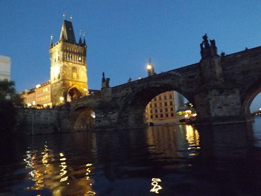 La Torre de la Pólvora y el Puente de Carlos, en Praga.
