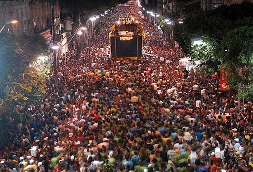 Todo es fiesta en las calles de Río durante el Carnaval.
