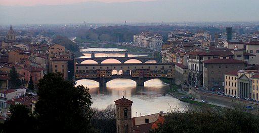 El Puente Viejo, en Florencia, Italia.