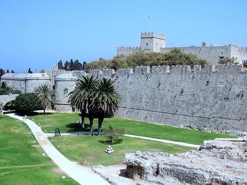 muralla-y-castillo-de-rodas