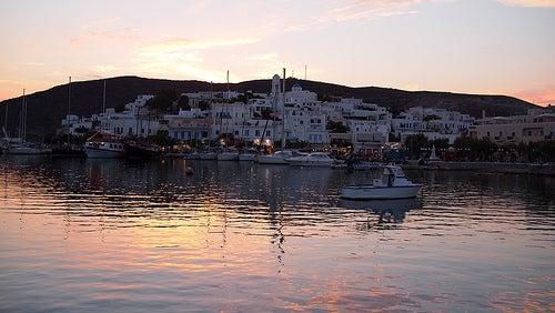 puerto-adamas-milos-grecia