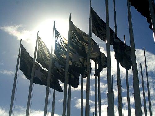 ¿Qué puede hacer por ti un consulado o una embajada?