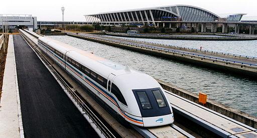 Shanghái tiene atractivos únicos, como el Tren de levitación Maglev.