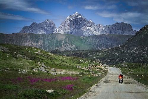 Camino del Sichuan al Tíbet, en China.