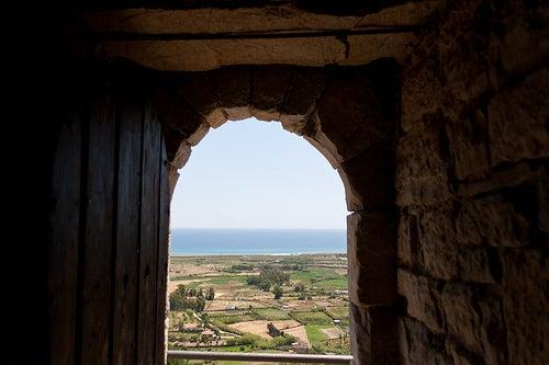 La isla de Cerdeña, un paisaje de construcciones antiguas