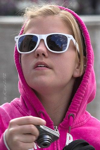 Debes elegir las gafas de sol que te protejan mejor.