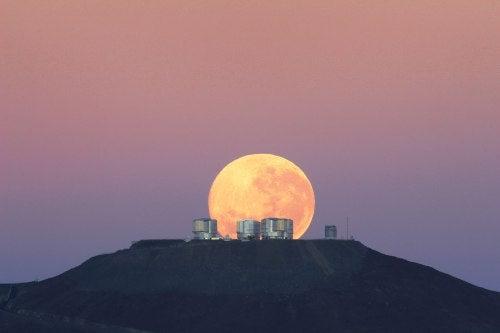 La luna ocultándose
