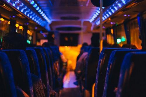 El viaje en autobús te permite conocer muchos lugares.