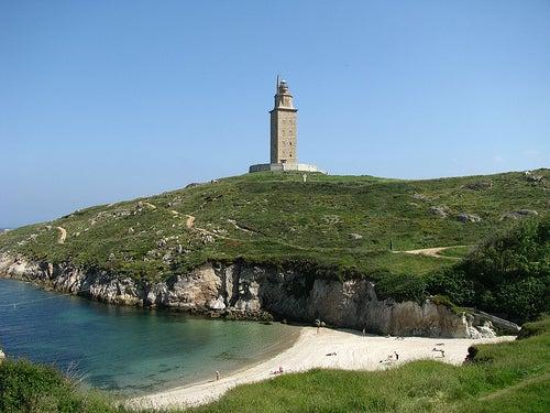 la-torre-de-hércules-y-playa
