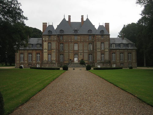 los-pueblos-mas-bellos-de-normandia-Lyons-la-Forêt