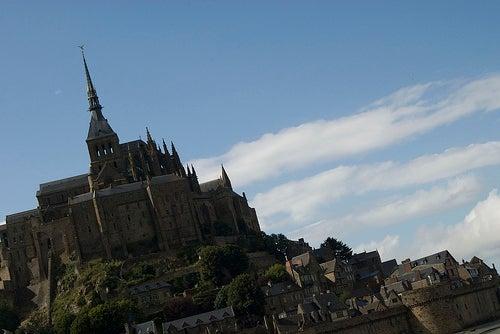 los-pueblos-mas-bellos-de-normandia-Saint-Céneri-Le-Gérei