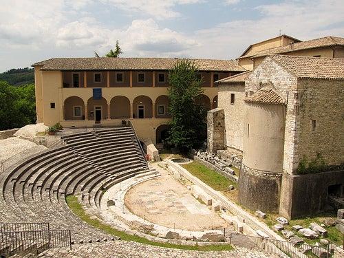 anfiteatro romano spoleto en italia