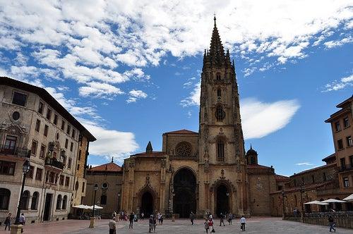 catedral de la ciudad de oviedo