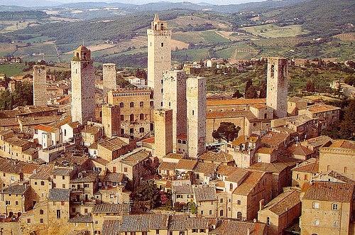 centro historico san gimignano en italia