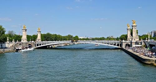 Un paseo por los puentes más románticos de París