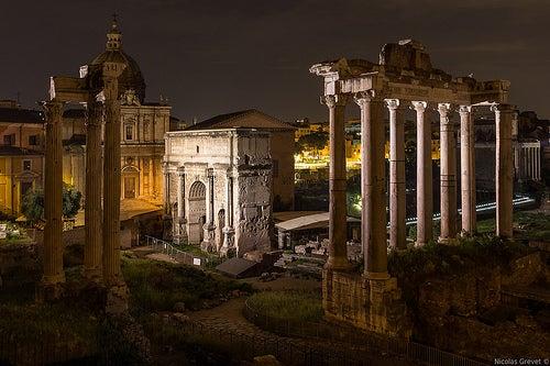 foro romano por la noche