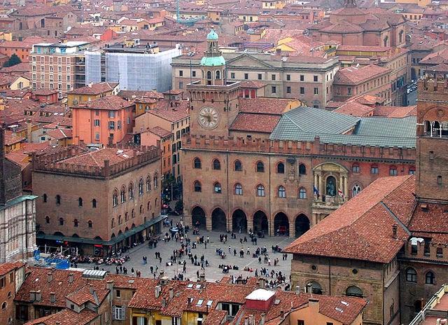 La plaza Mayor de Bolonia, una de las más bonitas de Europa