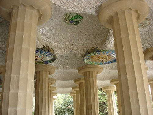 columnas y techo parque guell