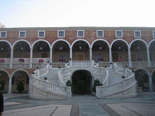 escalera palacio grimaldi