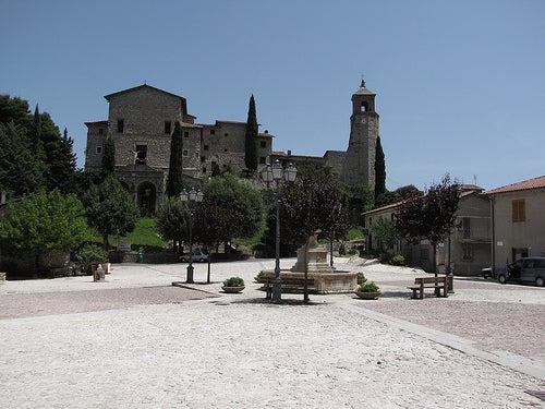 plaza greccio en italia
