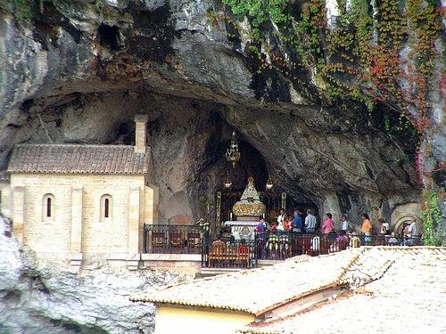 santa cueva de covadonga 2