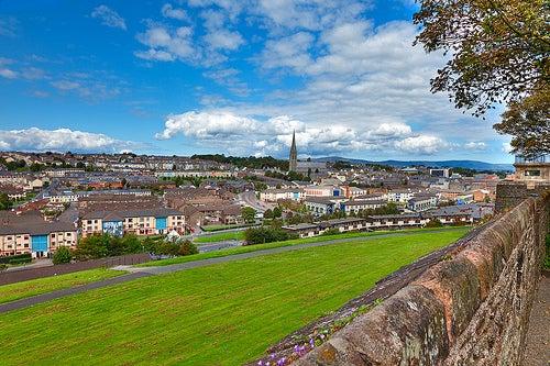 La ciudad amurallada de Londonderry, en Irlanda del Norte