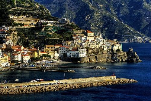 Amalfi en Italia, la joya más preciada de la Costa Amalfitana