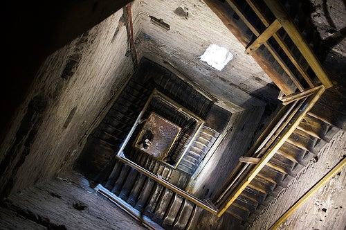 escaleras torre asinelli