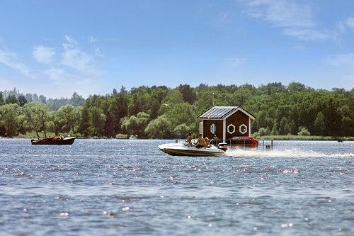 El hotel Utter Inn en Suecia, el hotel submarino flotante