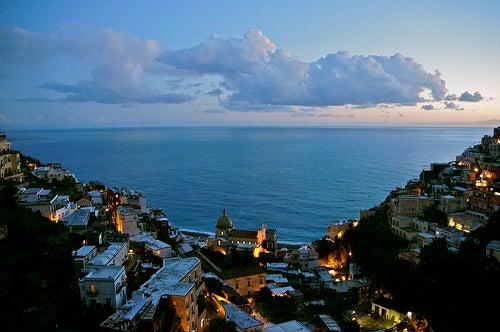 Positano en Italia, a los pies del mar y la montaña