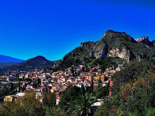 Taormina en Sicilia, un balcón entre el mar y el Etna
