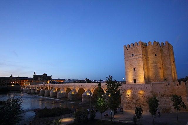 La torre de la Calahorra en Córdoba, puente entre oriente y occidente