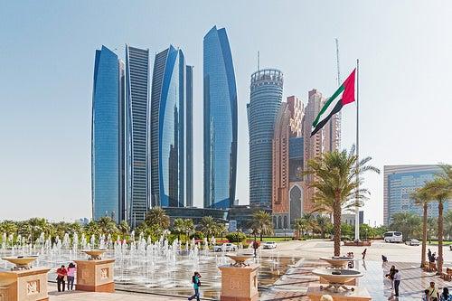 La impresionante ciudad de Abu Dabi en los Emiratos Árabes
